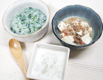 【離乳食中期】青菜としらすのおかゆ/キュウリのヨーグルト和え/トマトレバー豆腐