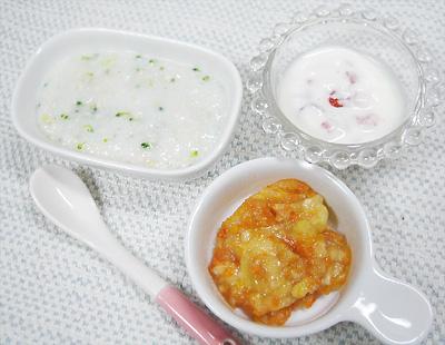 【離乳食中期】鶏ささ身のミルクリゾット/野菜のバナナ和え/イチゴヨーグルト