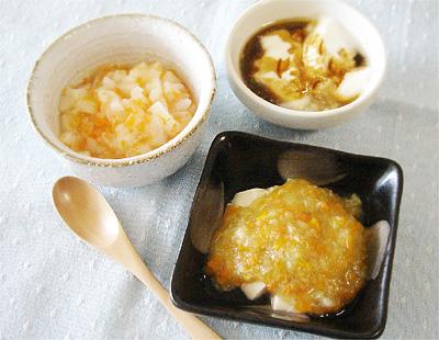 【離乳食中期】ニンジンとカブのつぶしうどん/豆腐の野菜あんかけ/プルーンヨーグルト