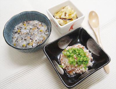 【離乳食中期】ひじきとニンジンのおかゆ/鶏ささ身のトマト煮/プルーンバナナ