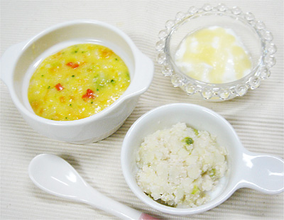 【離乳食中期】カラフル野菜のパンプキンリゾット/チキンポテトサラダ/バナナアップルヨーグルト