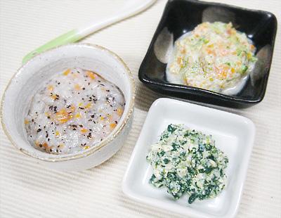 【離乳食中期】ひじきとニンジンのおかゆ/小松菜としらすの白和え/ヨーグルトサラダ