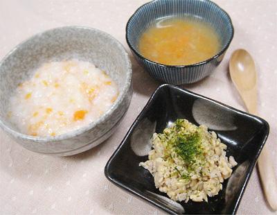 【離乳食中期】野菜の和風がゆ/マグロ納豆/キャベツとニンジンの味噌スープ