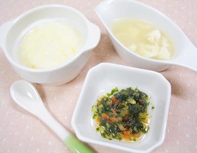 【離乳食中期】サツマイモのミルクがゆ/水菜とキュウリのトマト和え/豆腐としらすの味噌汁