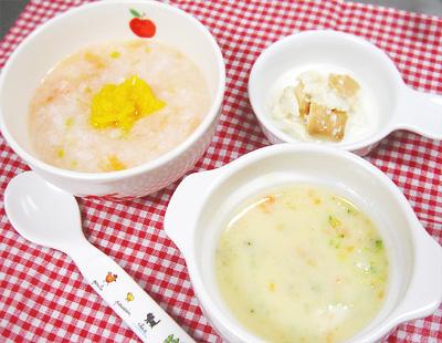 【離乳食中期】鶏ささ身のトマトがゆ/コーンクリームシチュー/ビスケットのミルク浸し