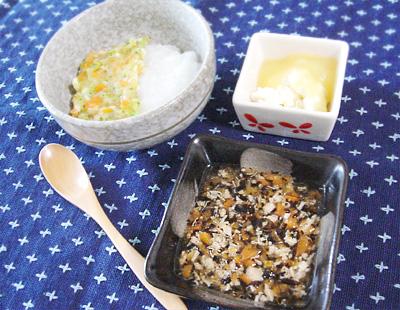 【離乳食中期】鯛と野菜のあんかけがゆ/マグロとひじきの煮物/カッテージチーズのリンゴ添え
