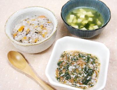 【離乳食中期】ひじきとニンジンのおかゆ/小松菜としらすのトマト和え/豆腐とワカメの味噌汁