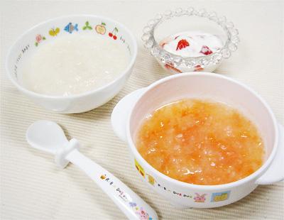 【離乳食中期】鶏ささ身と大根の味噌風味がゆ/玉ねぎとトマトのスープ/イチゴヨーグルト