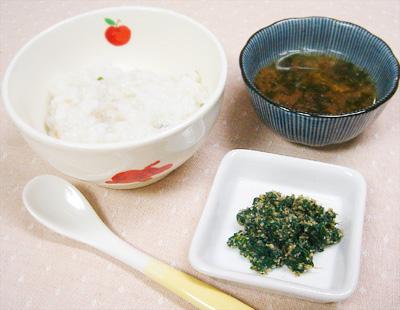 【離乳食後期】マグロご飯/ほうれん草のゴマ和え/トマトとワカメの味噌汁