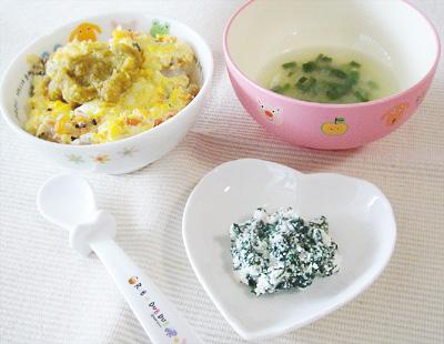 【離乳食後期】鶏レバーの親子丼/青菜のチーズ和え/大根とネギの味噌汁