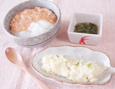 【離乳食後期】鮭のあんかけ丼/オクラのおかか煮/アスパラとカリフラワーの和風サラダ