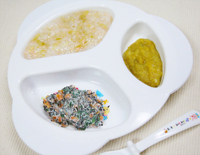 【離乳食後期】鮭とキャベツのスープがゆ/ひじきと野菜のヨーグルト和え/レバーキャベツ