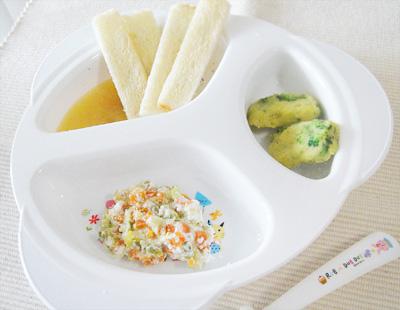 【離乳食後期】スティックトーストのフルーツソース添え/サツマイモとブロッコリーのおやき/キャベツのチーズサラダ