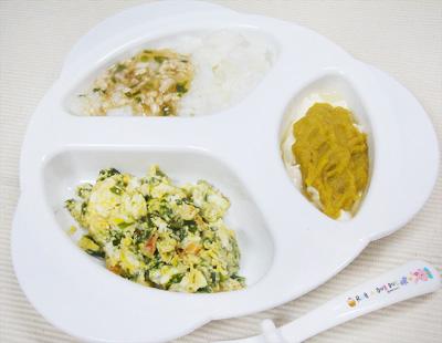 【離乳食後期】鶏そぼろのあんかけ丼/サクラエビとニラの卵とじ/豆腐のレバーのせ