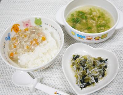 【離乳食後期】ブリと根菜のあんかけ丼/しらすとキャベツののりあえ/オクラと納豆の味噌汁
