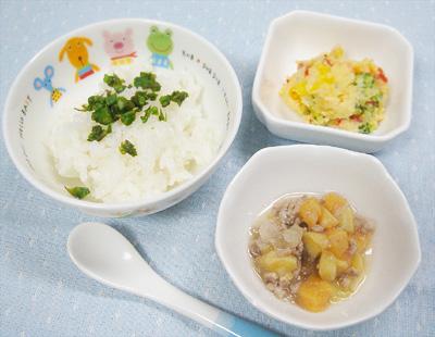 【離乳食後期】アスパラのせご飯/パプリカとブロッコリーのポテトサラダ/豚ひき肉とお麩の煮物