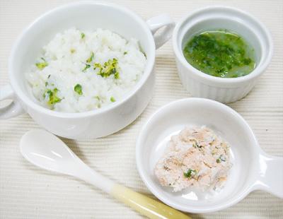 【離乳食後期】アスパラとブロッコリーのクリームリゾット/サーモンチーズサラダ/玉ねぎとレタスのスープ