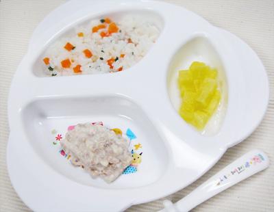 【離乳食後期】ニンジンと小松菜のおじや/豚ひき肉のクリーム煮/サツマイモのリンゴ煮