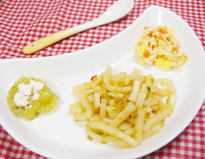 【離乳食後期】中華風焼きうどん/鶏ひき肉とニンジンの卵とじ/スイートキャベツのチーズのせ