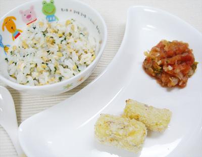 【離乳食後期】ブリと青菜の納豆がゆ/ポテトコロッケ/キャベツとブロッコリーのトマト煮込み