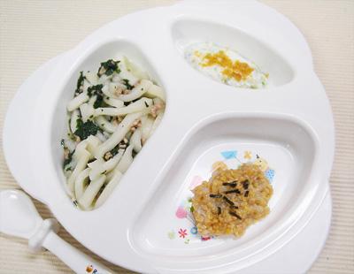 【離乳食後期】豚肉と青菜のうどん/とろろ納豆/レタスのきな粉のヨーグルト