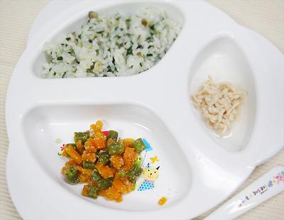 【離乳食後期】シメジと青菜の混ぜご飯/鶏肉のリンゴジュース煮/ニンジンとインゲンのゴマ和え