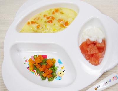 【離乳食後期】野菜のコーンパンがゆ/ニンジンとインゲンのグラッセ/スイカのヨーグルト添え