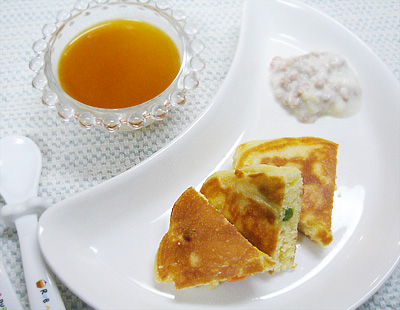 【離乳食後期】ミックスベジタブルホットケーキ/豚ひき肉のクリーム煮/ミルクプリンのプルーンソースがけ