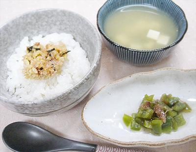 【離乳食後期】納豆ご飯/ピーマンのおかか煮/豆腐とワカメの味噌汁