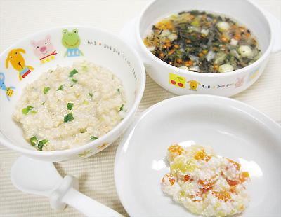 【離乳食後期】オートミールの和風がゆ/キャベツのチーズサラダ/白身魚とひじきのみぞれ汁