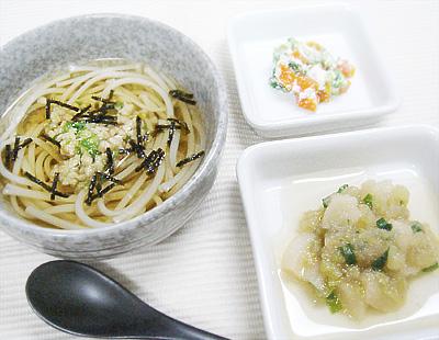 【離乳食後期】オクラ納豆そうめん/ナスとお麩のみぞれ煮/レタスとニンジンのチーズ和え