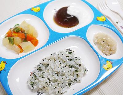 【離乳食後期】しめじと青菜の混ぜご飯/豚肉ジャガ/大根とアサリのくず煮/プルーンの寒天ゼリーヨーグルト添え