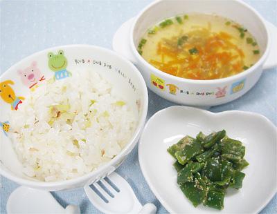 【離乳食後期】キャベツとおかかの混ぜご飯/レバーとピーマンのゴマ和え/根菜の香味スープ