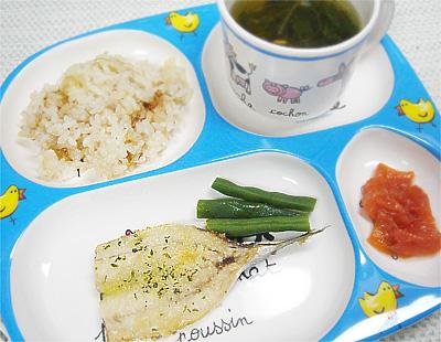 【離乳食完了期】おかかご飯/いわしのオーブン焼き/焼きトマト/水菜とシイタケのスープ