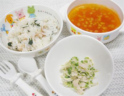【離乳食完了期】ほうれん草とおかかの混ぜご飯/鶏ささ身のキュウリサラダ/ナスとトマトのスープ