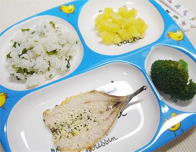 【離乳食完了期】ワカメご飯/イワシのオーブン焼き/サツマイモのヨーグルト和え/大根の味噌汁