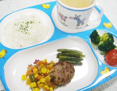 【離乳食完了期】バターライス/ハンバーグのミックスベジタブルソース/インゲンのソテー/ブロッコリーとトマトのオーブン焼き/オニオンスープ