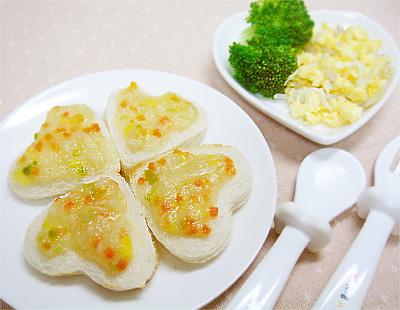 【離乳食完了期】鶏ささ身と野菜のせトースト/しらすとのりの炒り卵/ゆでブロッコリー