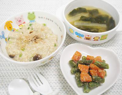 【離乳食完了期】三種のキノコの和風オートミールリゾット/ニンジンとインゲンのゴマ和え/小松菜と大根の味噌汁