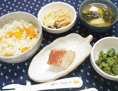 【離乳食完了期】五目雑炊/金目鯛の煮付け/キノコの卯の花煮/アスパラのバター醤油炒め/小松菜と豆腐の味噌汁