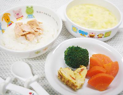 【離乳食完了期】鮭ご飯/キノコとおからの玉子焼き/ボイル野菜/キャベツと卵のスープ