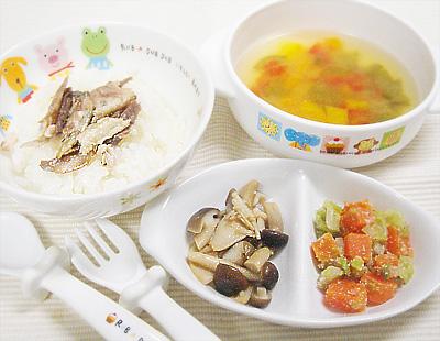 【離乳食完了期】サンマのせご飯/キノコのバター醤油炒め/キャベツとニンジンのゴマ和え/ピーマンのカラフル味噌汁
