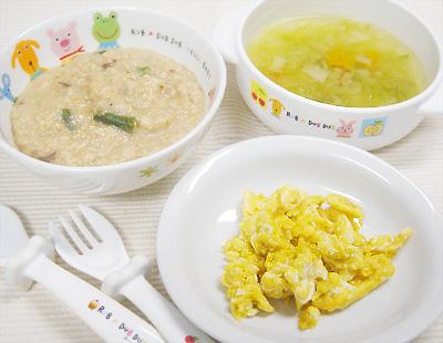 【離乳食完了期】牛肉とインゲンのオートミールがゆ/レバーと野菜の炒り卵/キャベツスープ