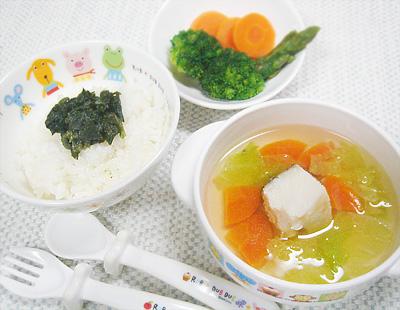 【離乳食完了期】ほうれん草のせご飯/ボイル野菜/白菜とタラのスープ