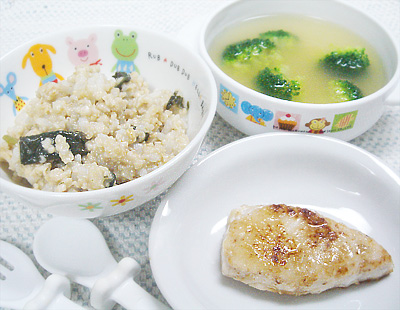 【離乳食完了期】モロヘイヤとオートミールの味噌リゾット/かじきマグロのムニエル/ブロッコリーの味噌汁