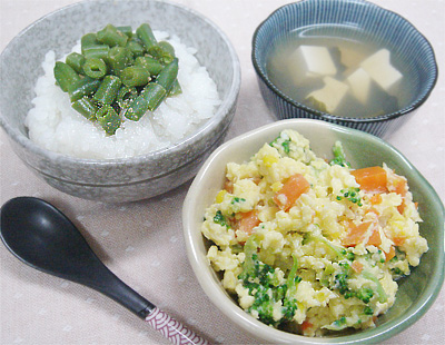 【離乳食完了期】インゲンのゴマ和えのせご飯/鶏ささ身と野菜のふんわり炒り卵/ほうれん草と豆腐の味噌汁