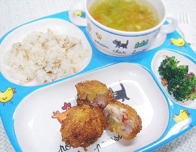 【離乳食完了期】ブリの混ぜご飯/エビと山芋の団子フライ/ブロッコリーのおかかまぶし/ニンジンとキャベツのスープ
