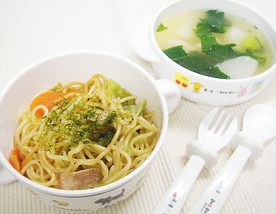 【離乳食完了期】ソース焼きそば/カブと小松菜の味噌汁