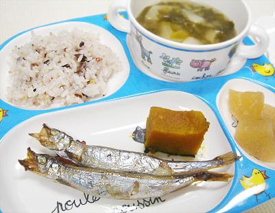 【離乳食完了期】雑穀米ご飯/子持ちししゃも/カボチャの煮物/大根の煮物/カブの味噌汁