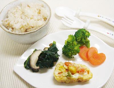 【離乳食完了期】おかか和えご飯/ミックスベジタブルの卵焼き/シイタケの小松菜の炒め物/ボイル野菜